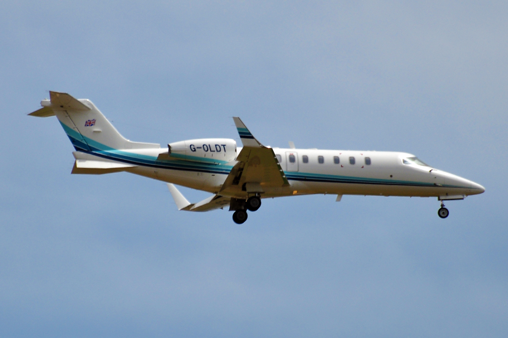 G-OLDT LEARJET GOLD AIR 1024.jpg