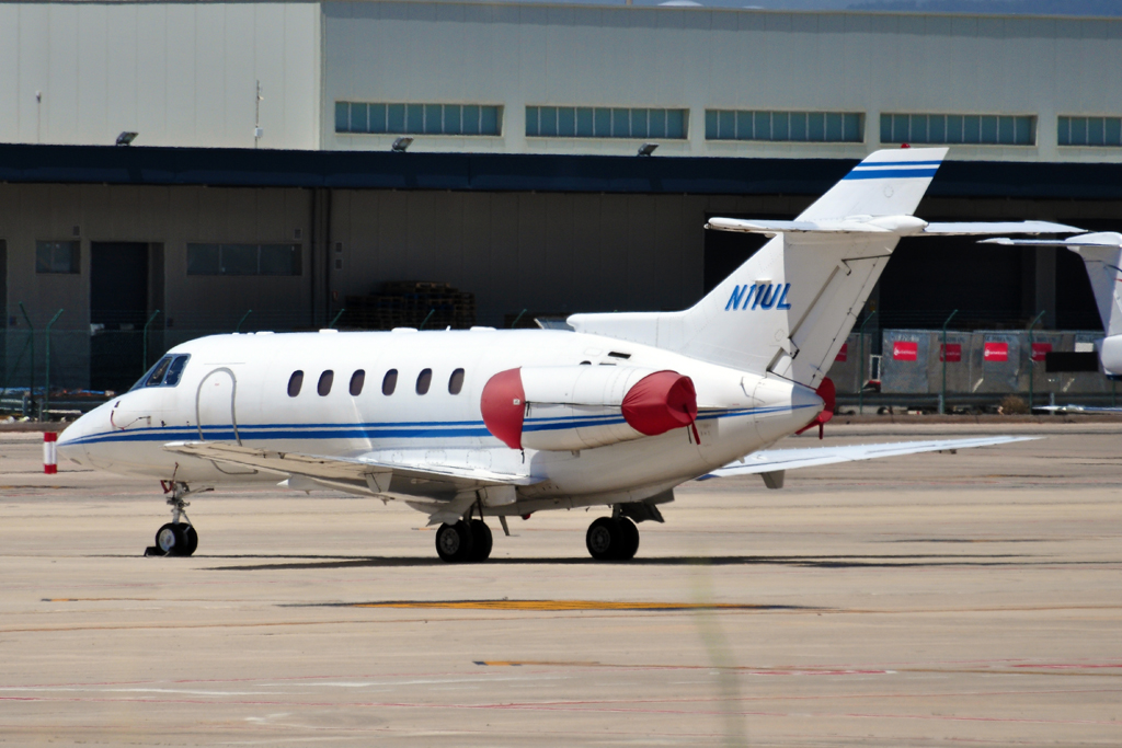 N11UL HAWKER 800 WELLS FARGO BANK.jpg
