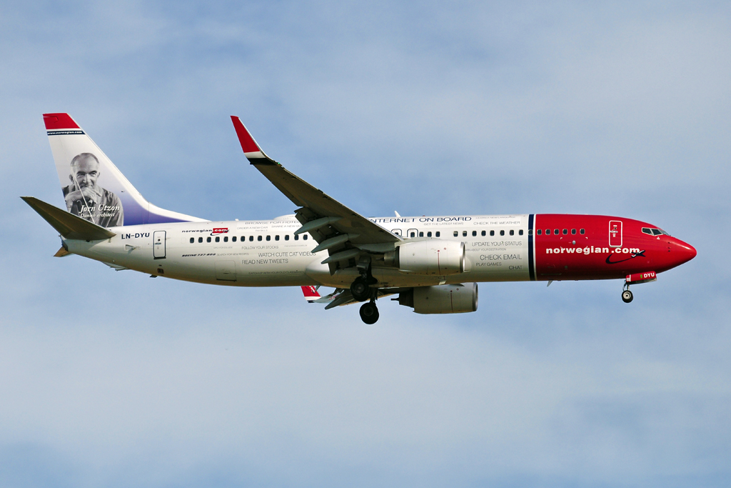 LN-DYU B737-800 NORWEGIAN internet on board.jpg
