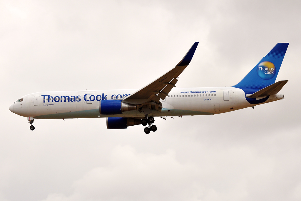 G-DAJC B767-300 THOMAS COOK UK.jpg