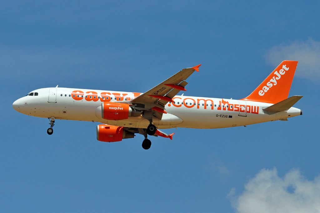 G-EZUG A320 EASY JET moscow.jpg