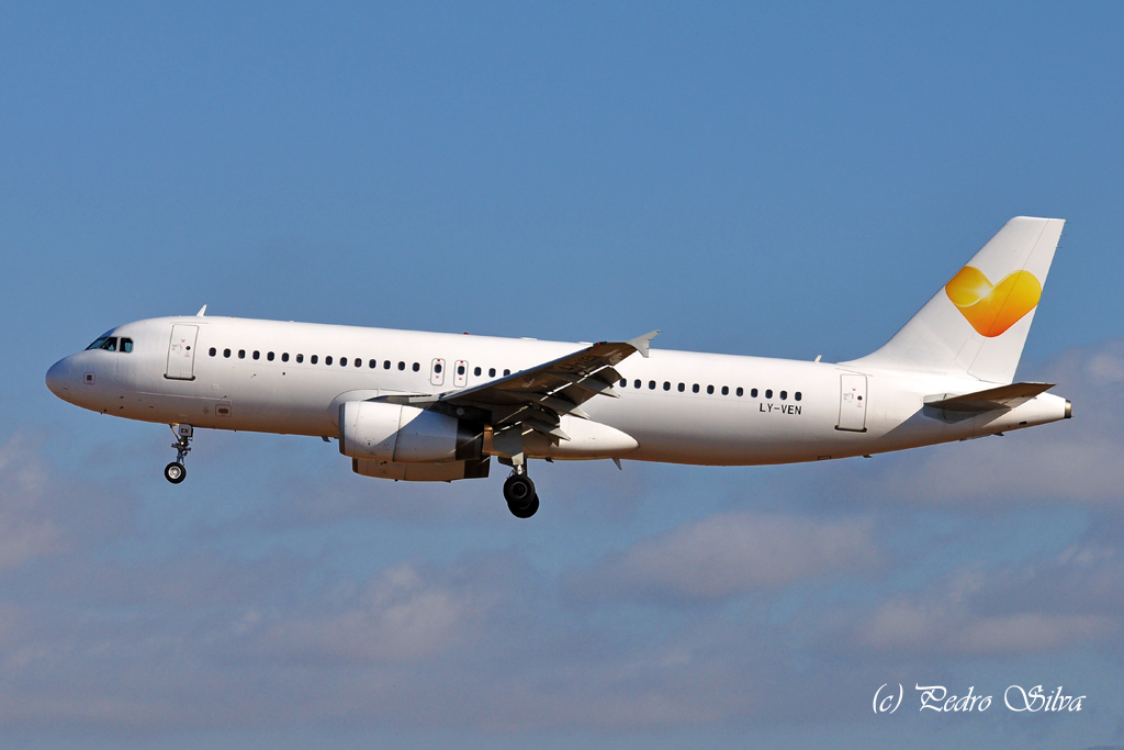 LY-VEN A320 AVION EXPRESS_1024.jpg
