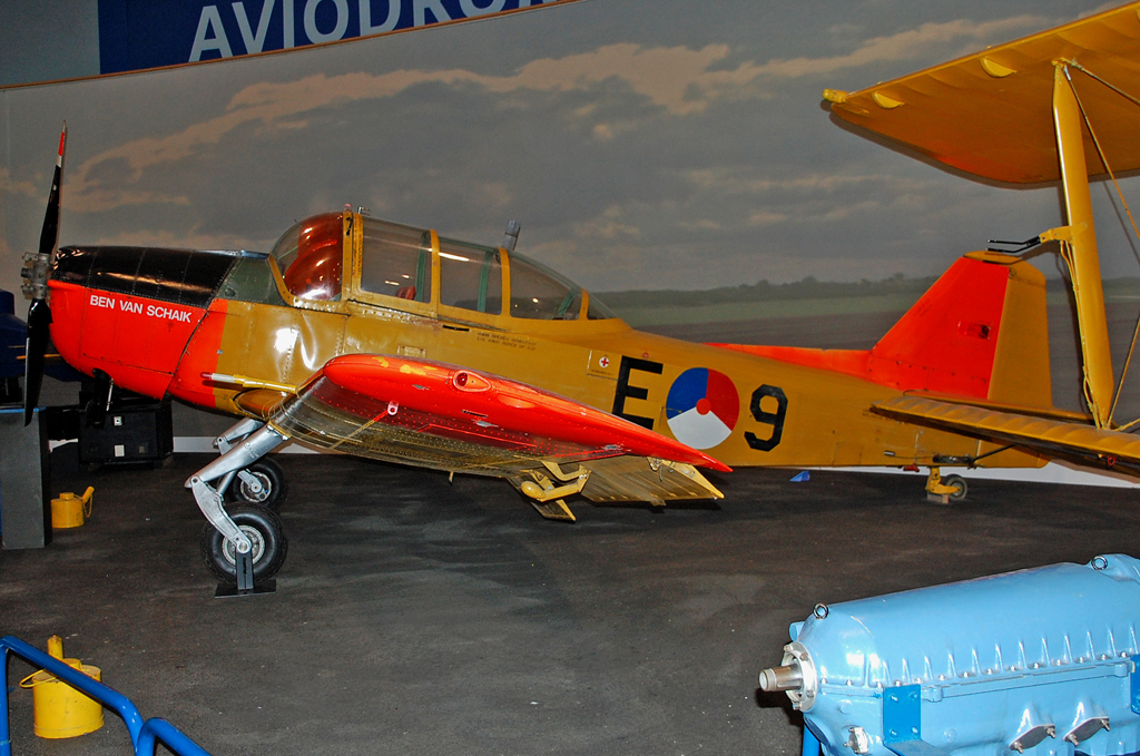 FOKKER S.11 INSTRUCTOR-1946 E-9.jpg