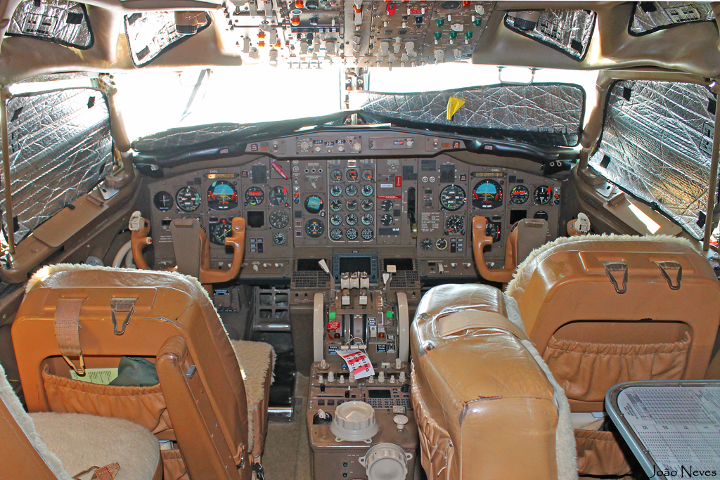 VP-CMO Cockpit.jpg