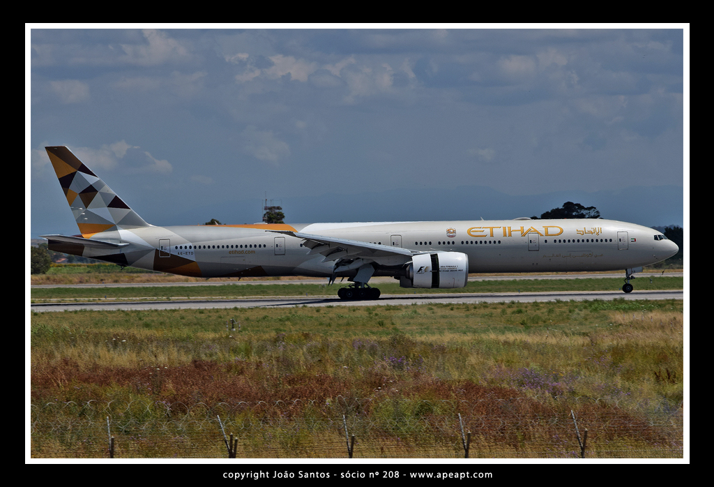 ETIHAD AIRWAYS B777 A6-ETD.jpg