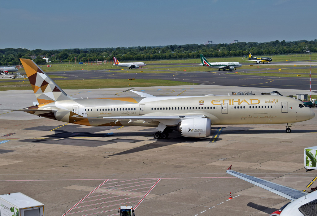 ETIHAD AIRWAYS B787 A6-BLI.jpg