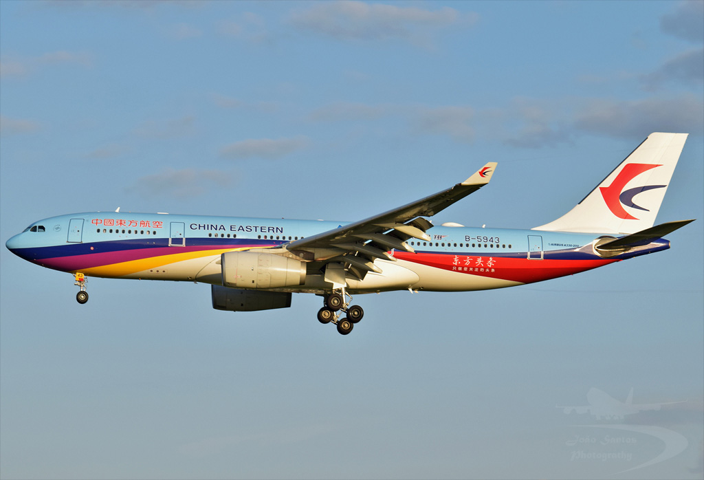 CHINA EASTERN AIRLINES A330 B-5943.jpg
