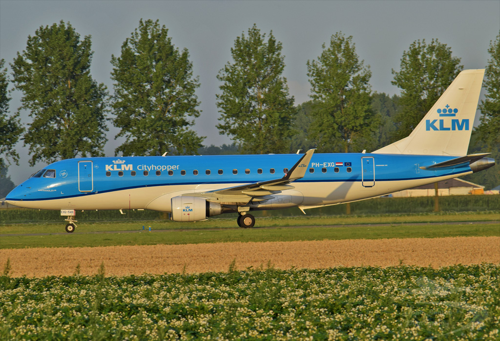 KLM CITYHOPPER EMBRAER ERJ-175STD PH-EXG.jpg