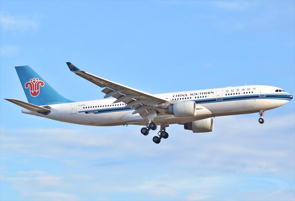 CHINA SOUTHERN AIRLINES A330 B-6526.jpg