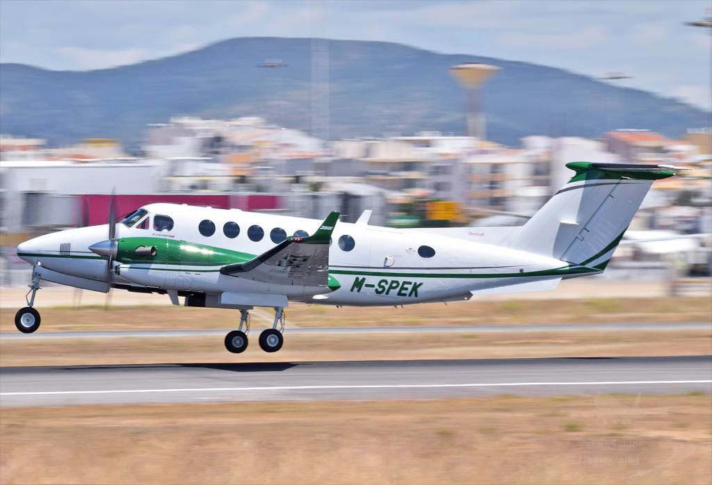 PRIVADO BEECHCRAFT B300 KING AIR 350i M-SPEK.jpg