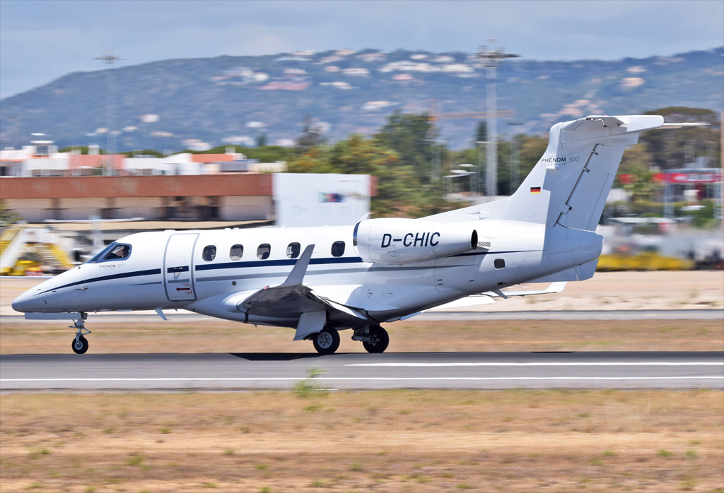 VIBRO AIR FLUGSERVICE EMBRAER 505 PHENOM 300 D-CHIC.jpg
