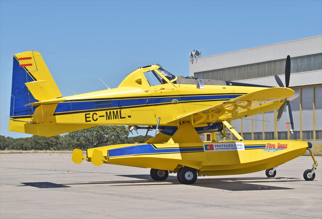 AVIALSA AIR TRACTOR AT-802A EC-MML.jpg