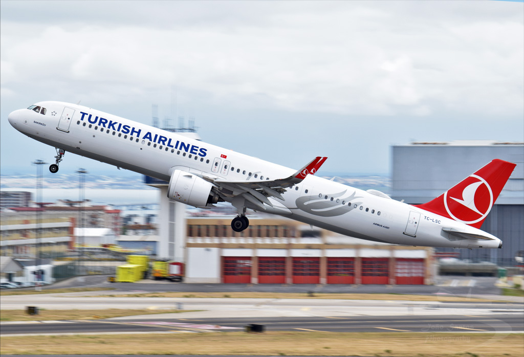 TURKISH AIRLINES A321 TC-LSC.jpg