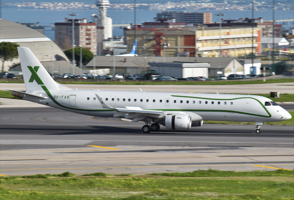 AIR X CHARTER EMBRAER 190 LINEAGE 1000 9H-FAB.jpg